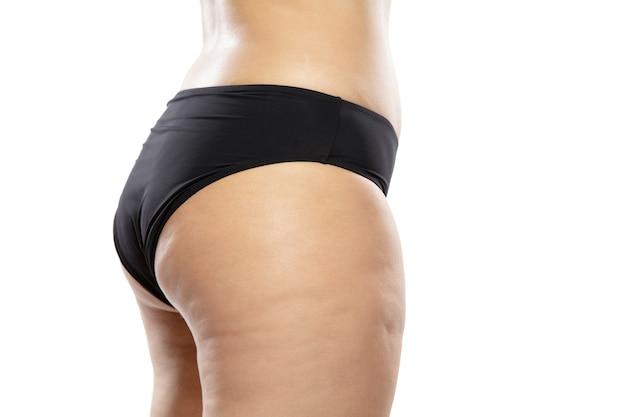 Полная женщина с жирными ногами и ягодицами целлюлита, женское тело ожирения в черном нижнем белье Бесплатные Фотографии