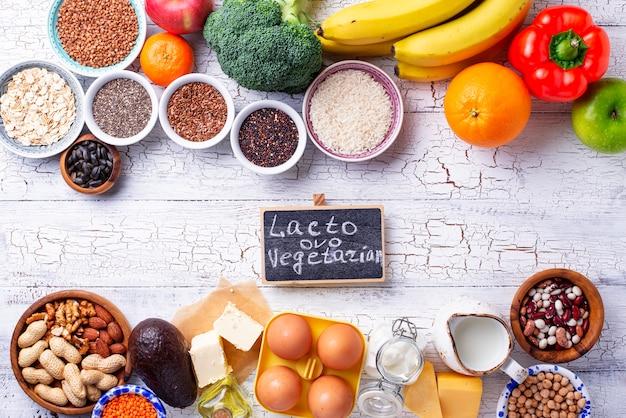 Ово-лакто вегетарианская концепция здорового питания. Premium Фотографии