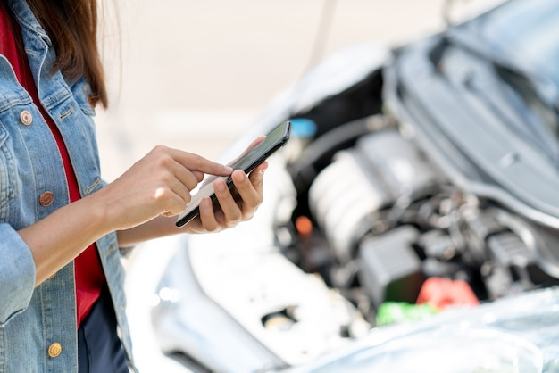 The owner of the vehicle using the phone internet  contact car insurance Premium Photo