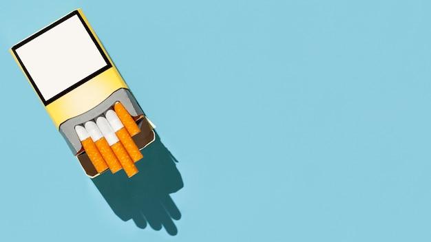 コピースペース付きタバコのパック Premium写真