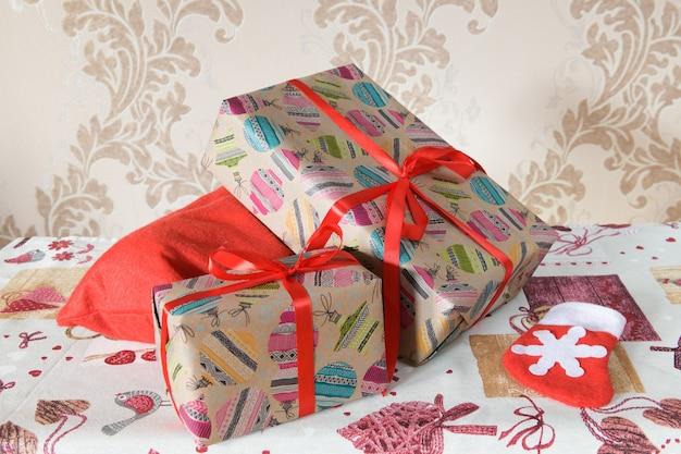 Упаковка подарочные коробки на рождество Premium Фотографии