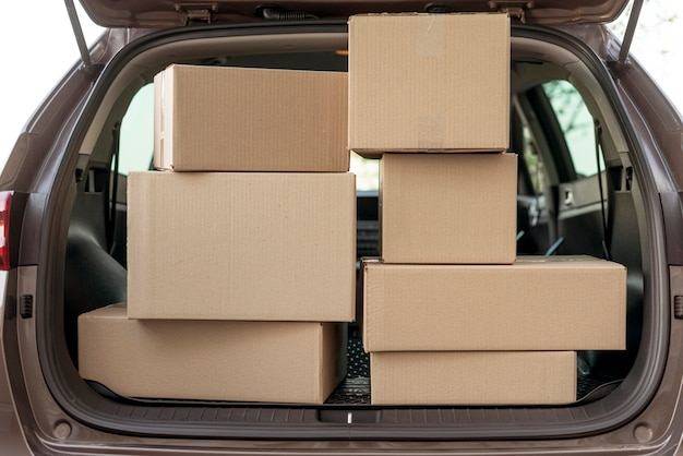 Packages arrangement in trunk Free Photo