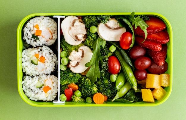 Упакованная рыба, овощи и фрукты, вид сверху Бесплатные Фотографии