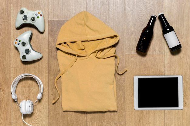 Packed hoodie with tablet Free Photo