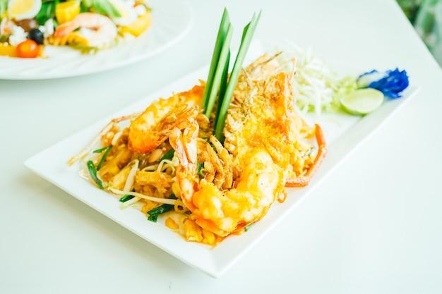 pad thai noodles photo | free download