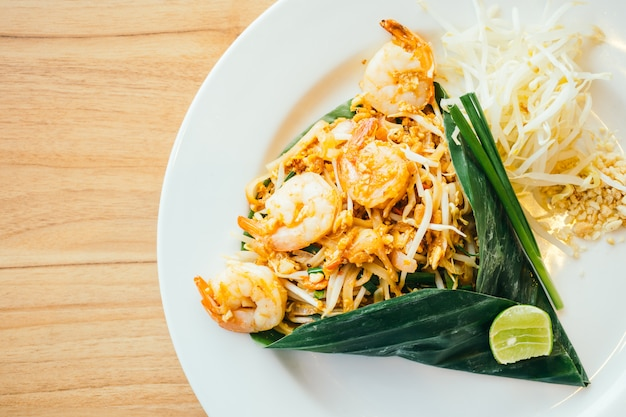 Pad thai noodles Free Photo