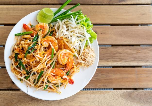 pad thai (stir-fried rice noodles with shrimps) photo