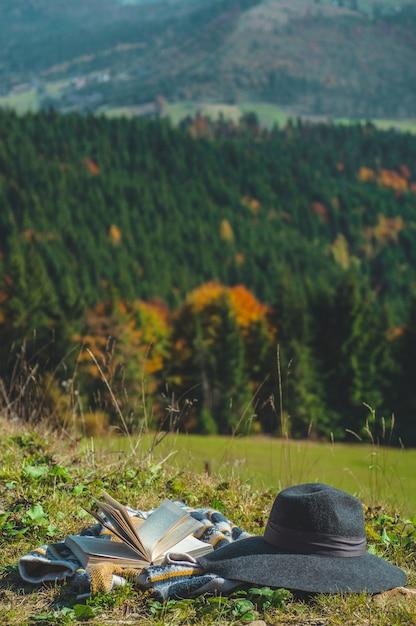 自然界の開かれた本のページ Premium写真