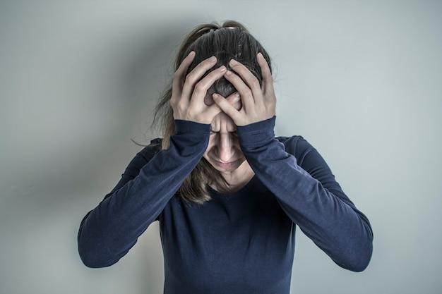 Сильные головные боли один из основных симптомов рака головного мозга