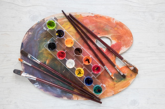 Paint brushes and gouache on palette Free Photo