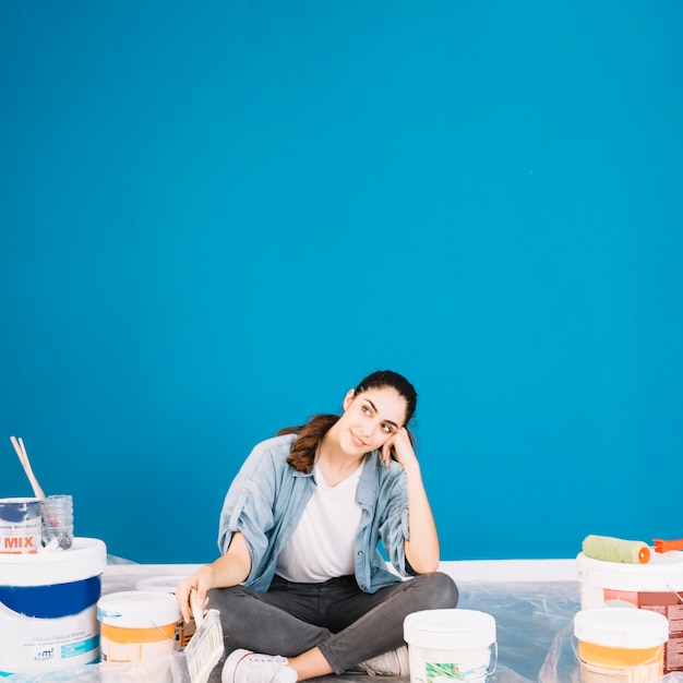 Paint concept with thoughtful woman Free Photo
