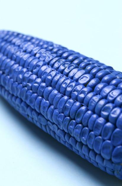 Cereale dipinto sulla tavola blu Foto Gratuite