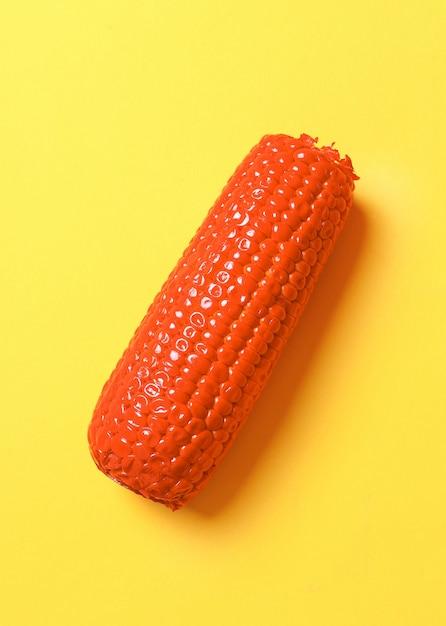 Cereale dipinto su superficie gialla Foto Gratuite