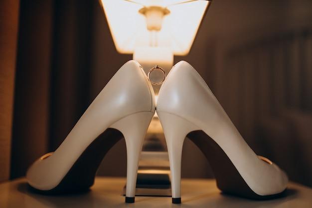 花嫁の結婚式の靴のペア 無料写真
