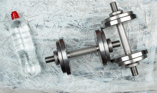 Pair of shiny steel typesetting dumbbells for bodybuilding Premium Photo