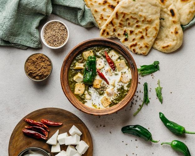 ビューの上のパキスタン料理の配置 無料写真