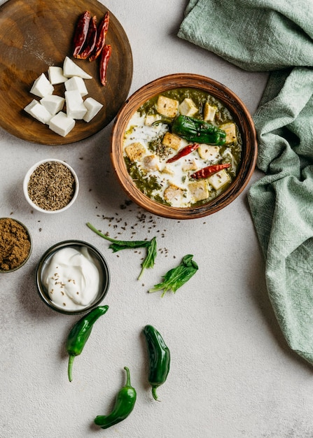 파키스탄 요리 배치 플랫 레이 무료 사진