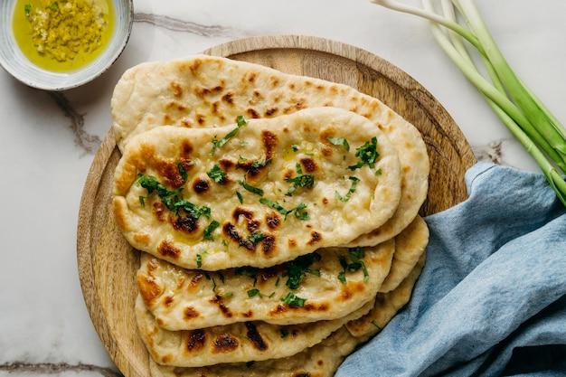 木の板の上面図のパキスタン料理 無料写真