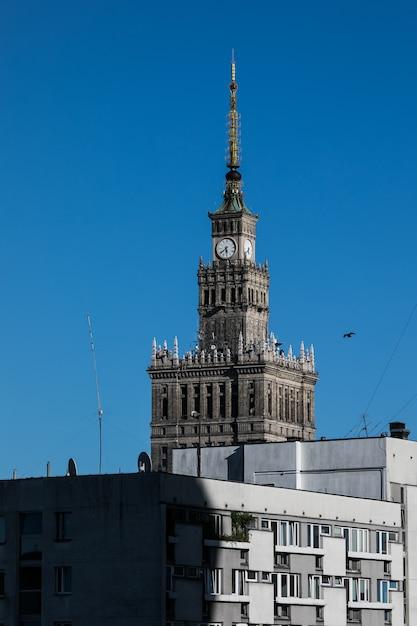 Palazzo della cultura edificio con architettura moderna a varsavia, polonia Foto Gratuite