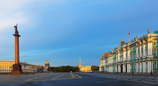 Palace square in saint petersburg Free Photo