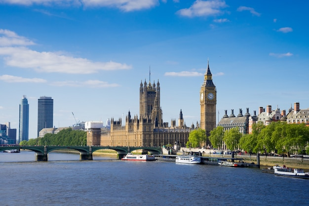 The palace of westminster big ben at sunny day, london, england, uk Premium Photo
