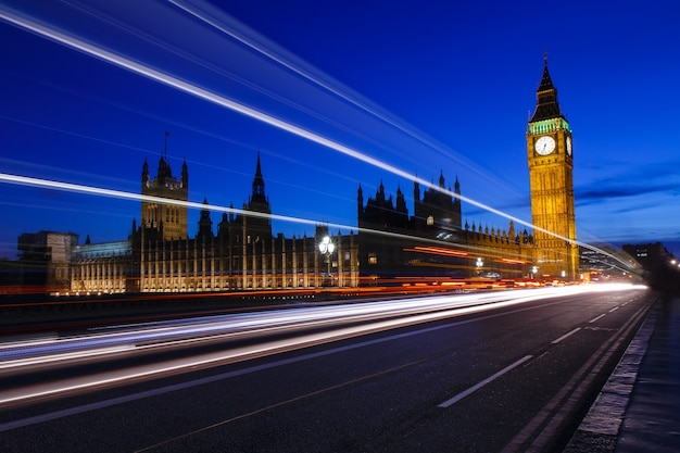 The palace of westminster with elizabeth tower at night, big ben uk Premium Photo