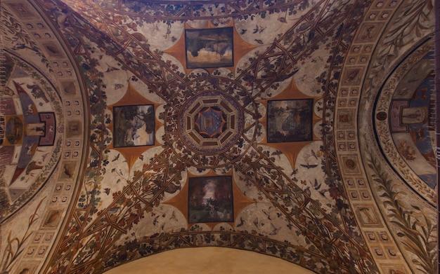Палаццо киджи сарачини в сиене Premium Фотографии