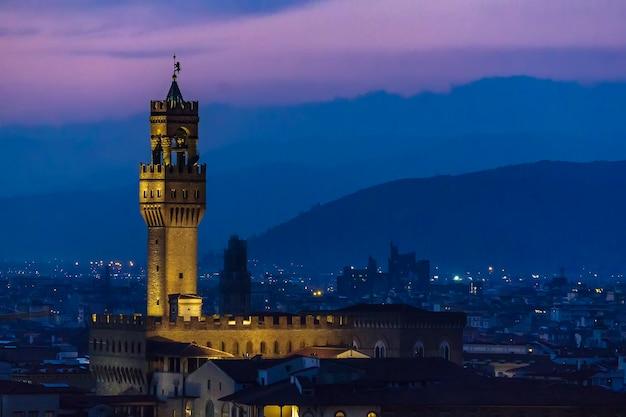 Палаццо делла синьория во флоренции, панорама ночного вида италии Premium Фотографии