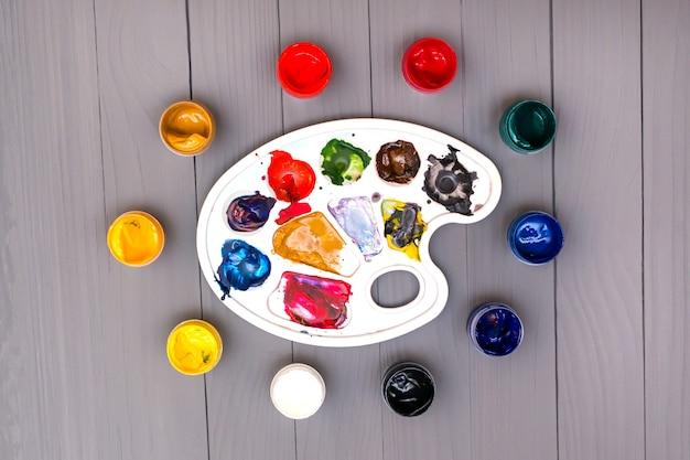 Palette and colorful paints Premium Photo