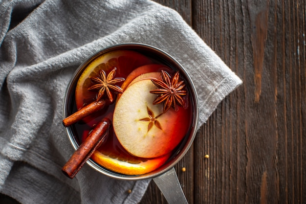 Pan with mulled wine and condiments Free Photo