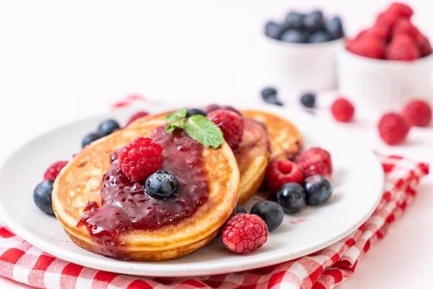Pancake with fresh raspberries and blueberries Premium Photo