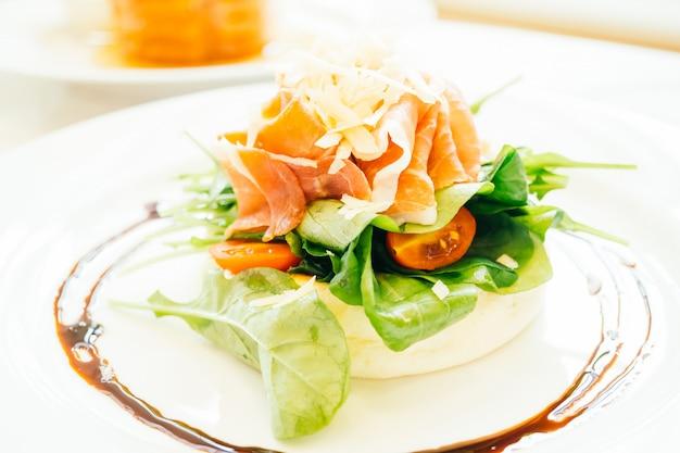 Pancake with rocket salad Free Photo