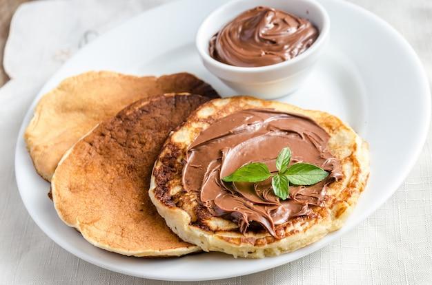 Pancakes with chocolate cream Premium Photo