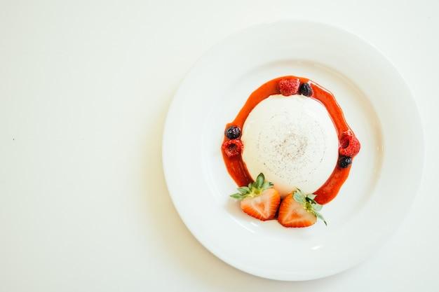 Panna cotta with strawberry and rasberry Free Photo