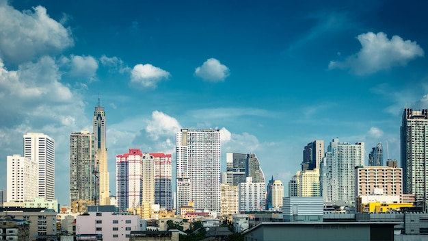 Panorama  bangkok cityscape skyline Premium Photo