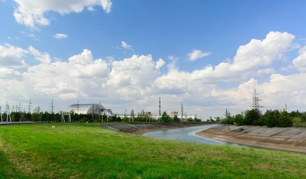 チェルノブイリ原子力発電所の近くのパノラマ。 Premium写真