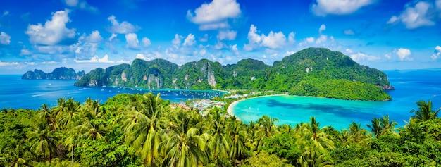 Panorama of tropical islands Premium Photo