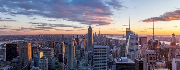 Panorama view of  new york city skyline and skyscraper at sunset Premium Photo