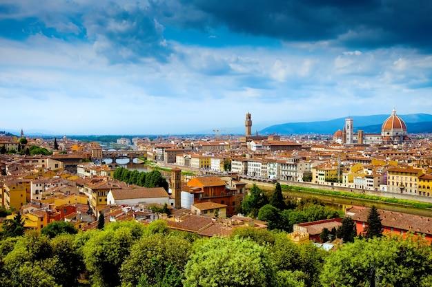 Панорамный вид на флоренцию или флоренцию и дуомо эпохи возрождения Premium Фотографии