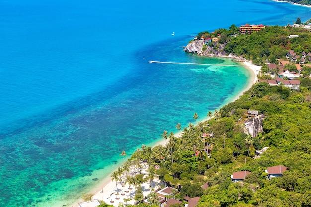Панорамный вид с воздуха на остров ко панган, таиланд Premium Фотографии