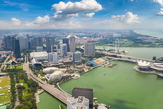 Панорамный вид с воздуха на сингапур Premium Фотографии