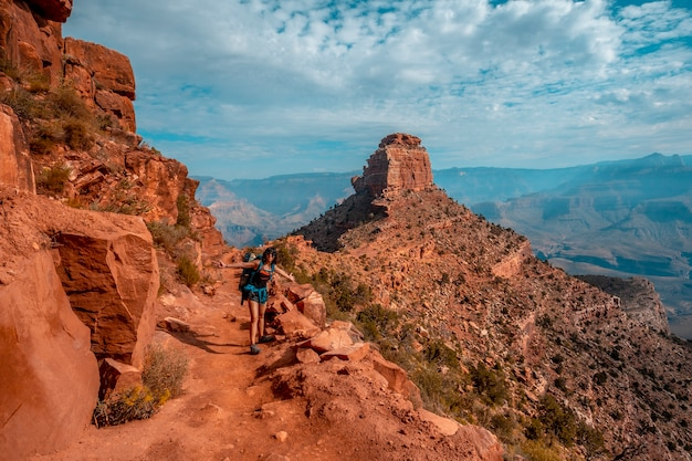 Panoramic of the beautiful descent of the south kaibab trailhead with a mountain in the background. grand canyon, arizona Premium Photo