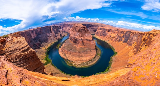Panoramic of the impressive horseshoe bend and the colorado river in the background, arizona. united states Premium Photo