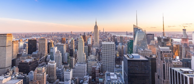 Panoramic photo of new york city skyline in manhattan downtown with skyscrapers at sunset usa Premium Photo