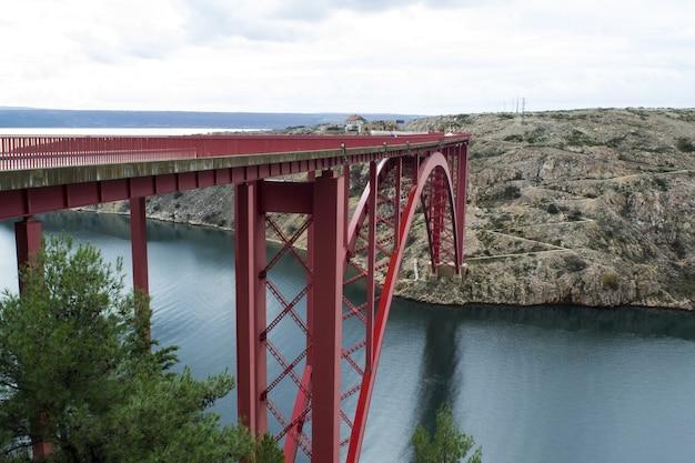 Foto panoramica del ponte rosso di maslenica a zara, croazia Foto Gratuite