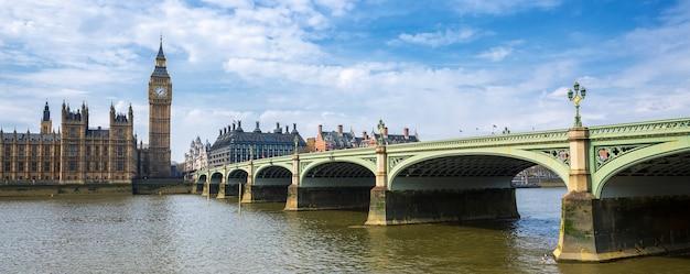 Панорамный вид на биг бен и мост, лондон, великобритания Бесплатные Фотографии