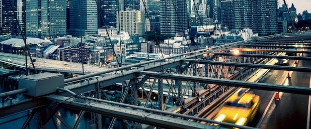 ニューヨーク市のブルックリン橋のパノラマビュー。 無料写真