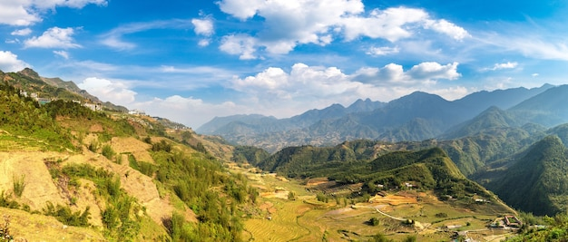 Панорамный вид террасированного рисового поля в сапе, лаокай, вьетнам Premium Фотографии