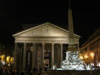 Pantheon di roma di notte Foto Gratuite