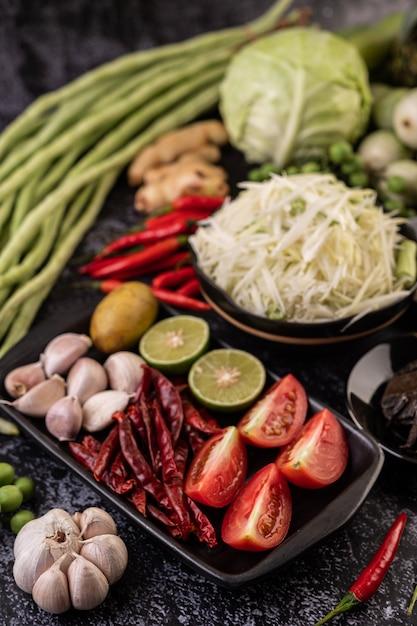 Gli ingredienti dell'insalata di papaya includono la papaya. Foto Gratuite